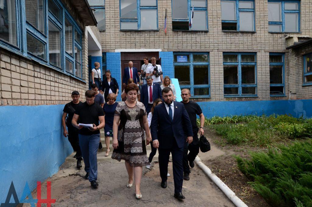 Современными стеклопакетами будут заменены устаревшие окна во всех школах ДНР, фото-1
