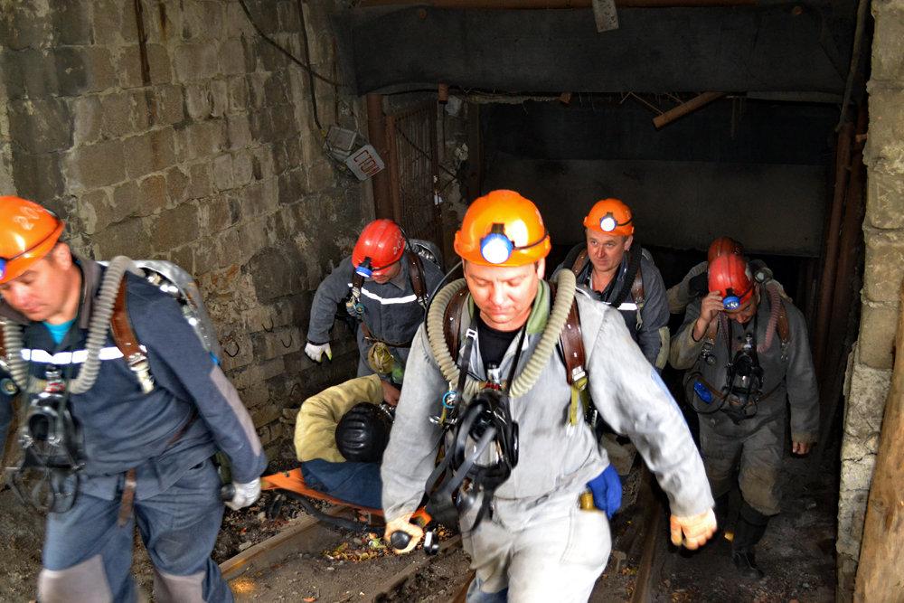 Из-за обвала породы на шахте «Горняк-95» травмирован горнорабочий, фото-1