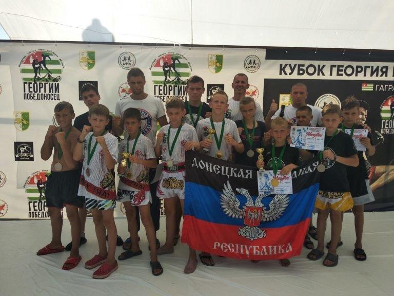 В Абхазии на турнире по тайскому боксу спортсмены из ДНР завоевали 13 медалей , фото-1