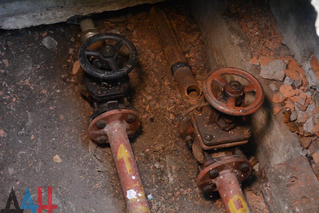 Более 100 километров изношенных труб теплосетей на новые меняют в ДНР ежегодно, фото-1