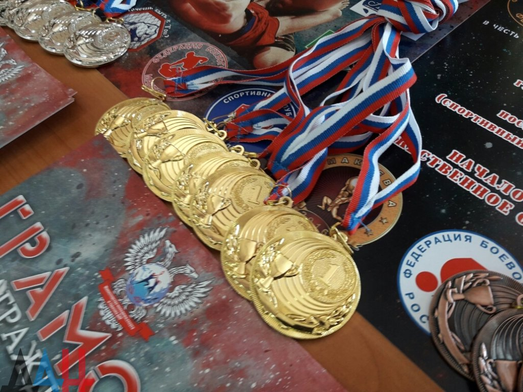 20 молодых самбистов из ДНР увезли с собой 38 медалей , фото-1