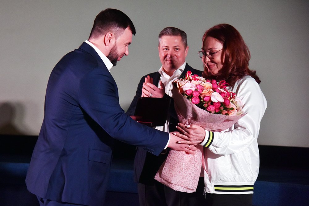 Российскую актрису Викторию Тарасову наградил орденом Дружбы Пушилин, фото-1