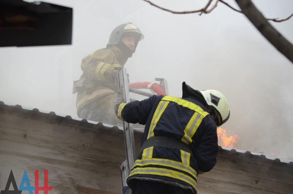 В центре Донецка на пожаре в четырехэтажке погибли два человека , фото-1