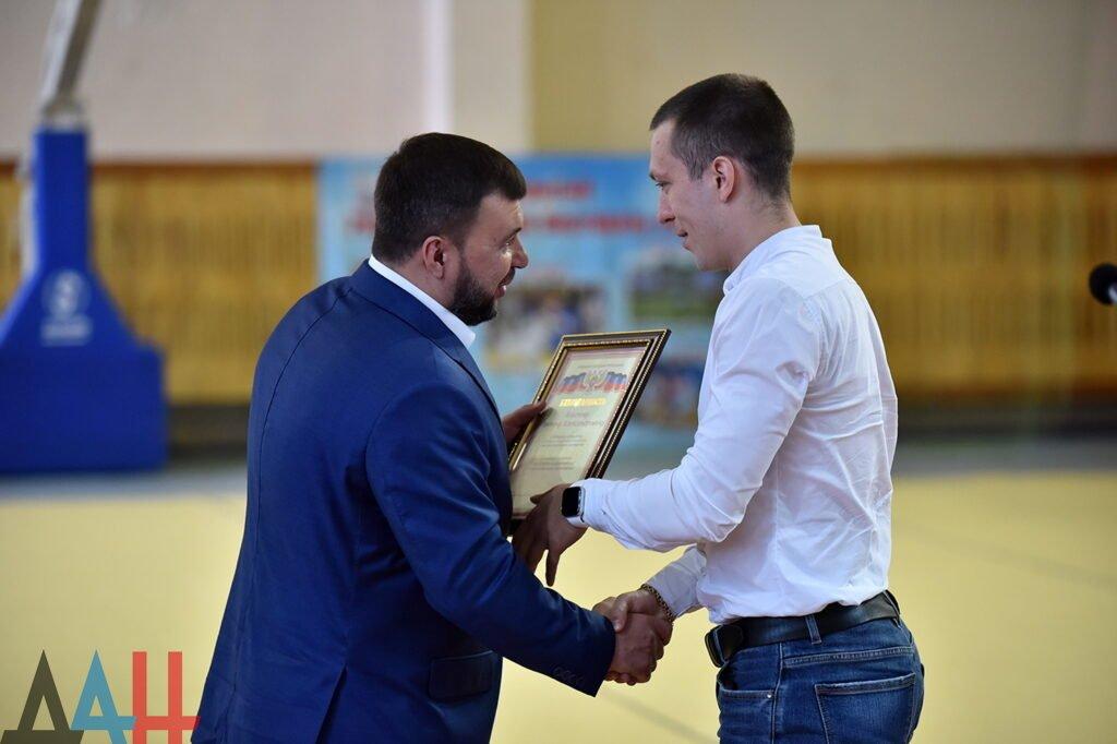 Лучшим спортсменам и тренерам Республики вручил награды глава ДНР , фото-1