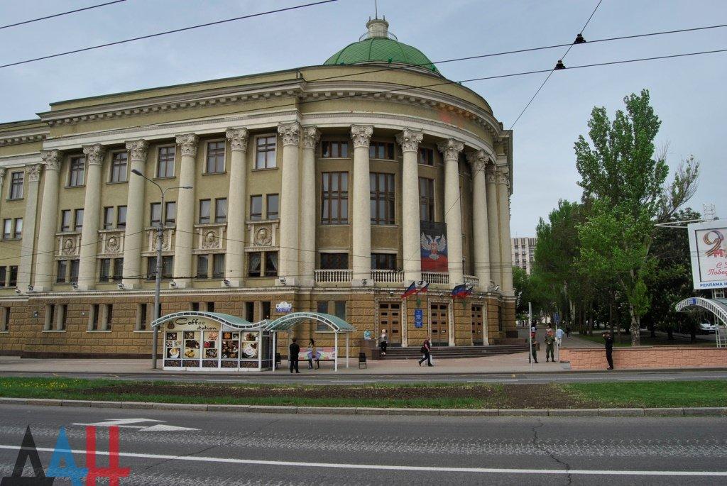 Более 730 книг передал главной библиотеке ДНР фонд «Русский мир» , фото-1