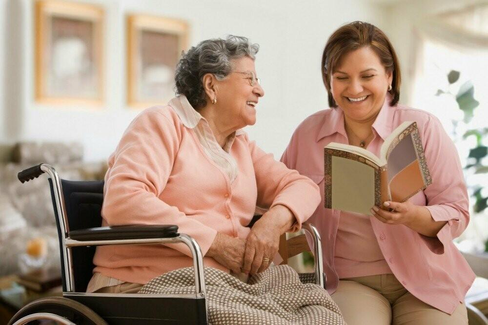 Скільки коштує проживання у будинку для літніх людей?